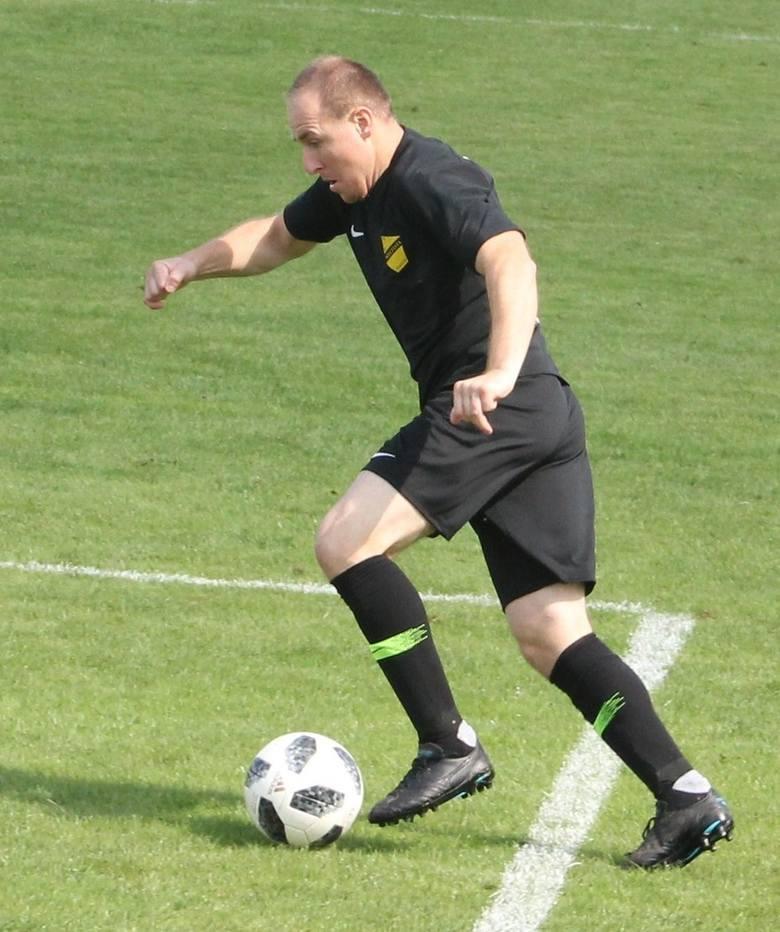 W barwach Arki Gdynia (jesień 2006) oraz Górnika Zabrze (wiosna 2007 - 2009) rozegrał w ekstraklasie 65 meczów, strzelił 4 gole. Występował później także