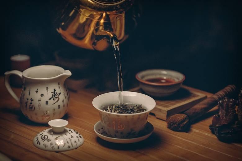 Kwiaciarnio-herbaciarniaSetki rodzajów herbat liściastych, domowe ciasto, a to wszystko wśród kwiatów? Na taką randkę możecie wybrać się do Kwietnej,