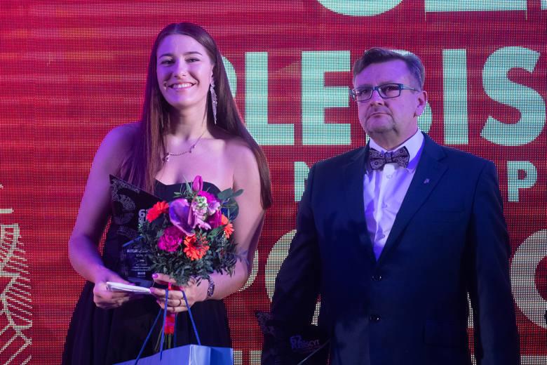 Aleksandra Kowalczuk to jedna z czworga nowych stypendystów olimpijskich, a trener Robert Taciak może się pochwalić, że z jego klubu kolarskiego wsparcie