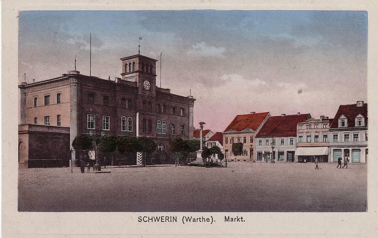 Przed drugą wojną światową rynek w Skwierzynie wyglądał nieco inaczej, niż obecnie. Jego ozdobą nadal jest zabytkowy ratusz, ale pod koniec drugiej wojny