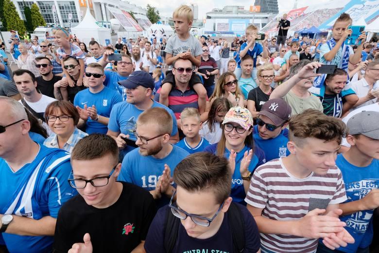 Lech Poznań zorganizował w sobotę oficjalną prezentację drużyny Kolejorza przed sezonem 2018/19. Byłeś w strefie kibica na MTP? Znajdź się na zdjęciach!<br /> <strong>Przejdź do kolejnego zdjęcia ---></strong><br />