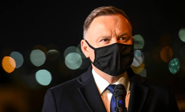 Na trzecim miejscu znalazł się prezydent Andrzej Duda - politykowi ufa 41,9 proc., przy jednoczesnym braku zaufania na poziomie 47,5 proc.
