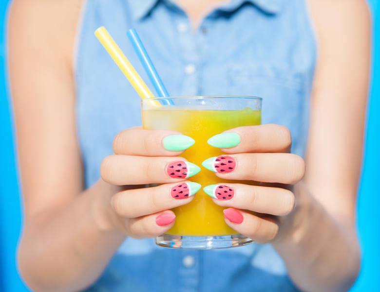 paznokcie lato 2021 paznokcie na wakacje 2021 wakacyjne paznokcie