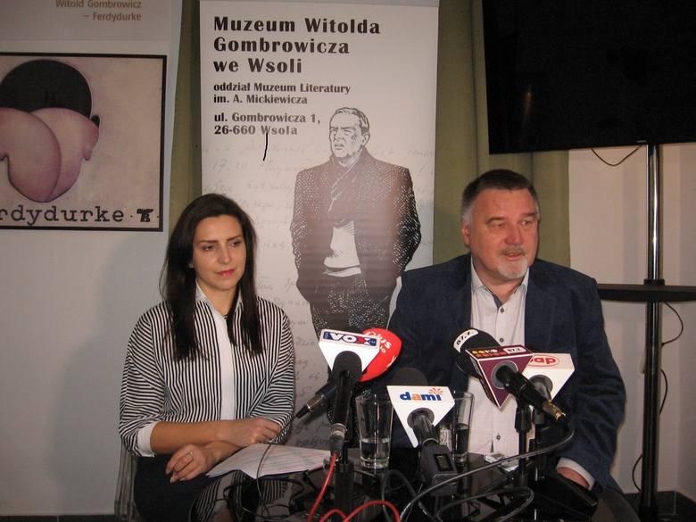 Do obejrzenia wystawy zapraszają kierownicy Muzeum Gombrowicza we Wsoli: Tomasz Tyczyński i Ewa Witkowska.