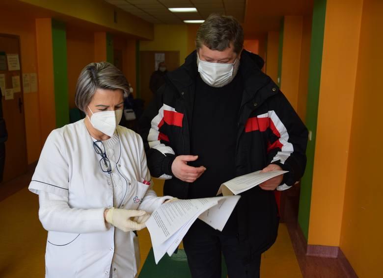 W Kędzierzynie-Koźlu zaszczepiło się 42 procent nauczycieli z miejskich placówek oświatowych. To słaby wynik.