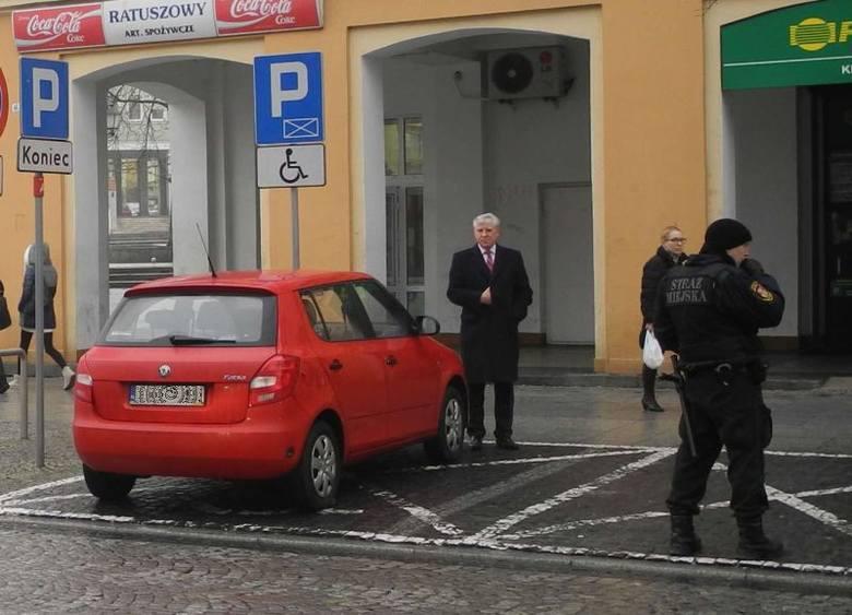Jan Dobrzyński zajął miejsce do parkowania dla osób niepełnosprawnych (zdjęcia, wideo)