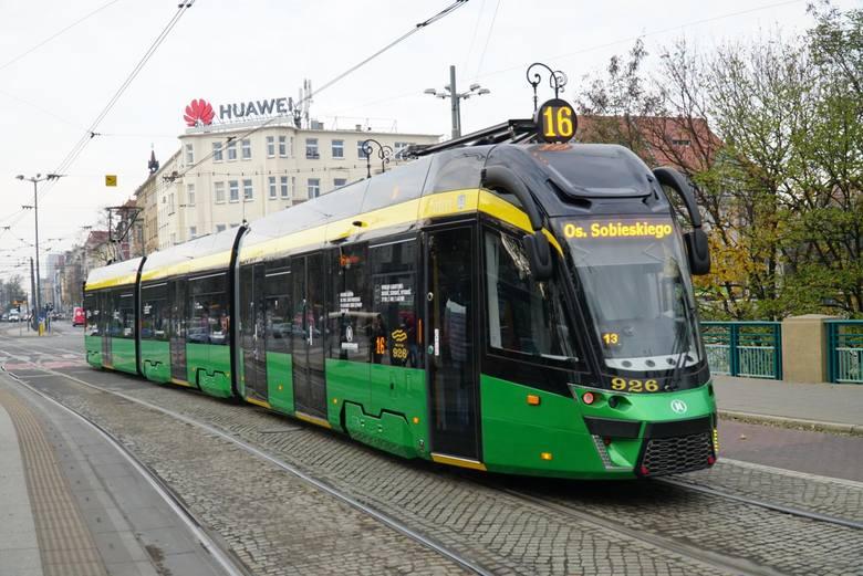 - Myślę, że podwyżki cen biletów sieciowych dla tych, którzy regularnie korzystają z komunikacji miejskiej, powinny wynieść 20 procent, a w przypadku przejazdów doraźnych - 30 procent - mówi Jacek Jaśkowiak.