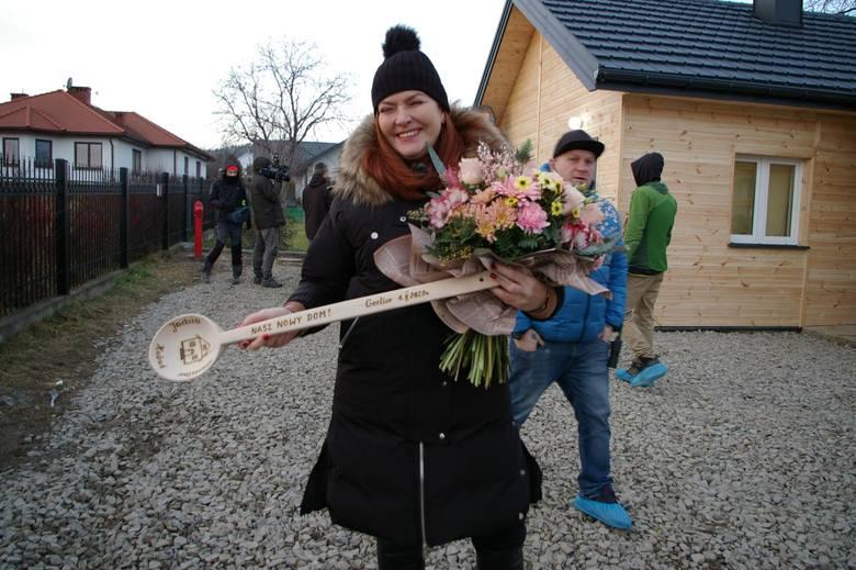 """W programie """"Nasz nowy dom"""" Katarzyna Dowbor zajmuje się między innymi dekoracją mieszkań uczestników, a jak wykończyła swój dom? Zobaczcie,"""