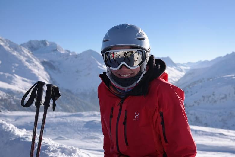 Zimowy urlop w górach dla wielu nieodłącznie wiąże się z szusowaniem na nartach albo snowboardzie. Jak zacząć przygodę z białym szaleństwem? Nauka jazdy