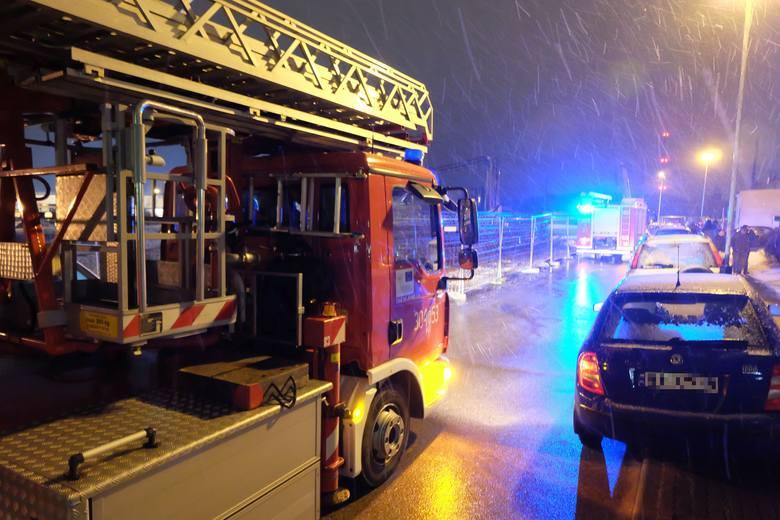 Strażacy szybko opanowali sytuację i nie dopuścili do rozprzestrzenienia się ognia.Zobacz też:Pożar na Nowym Mieście. Palił się blok na skrzyżowaniu