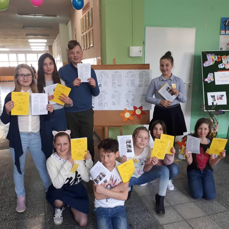 Archiwalne zdjęcia z klasowych imprez i wycieczek klasy VI d z Zespołu Edukacyjnego nr 3 w Zielonej Górze