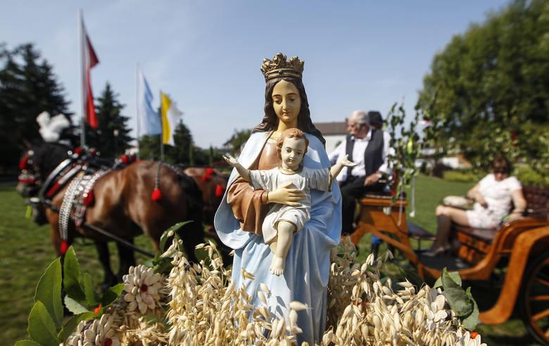 Cudowne wieńce na Dożynkach Diecezjalnych w Parku Papieskim w Rzeszowie.