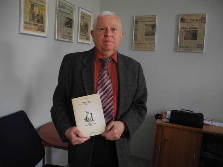 Witold Mateńko był niegdyś prezesem Uniwersytetu Trzeciego Wieku. Obiecał swojej koleżance, śp. Aleksandrze Kwiecińskiej, że doprowadzi do wydania wierszy, których autorami są seniorzy