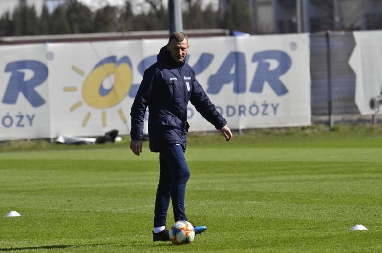 Dariusz Żuraw skrytykował terminarz Ekstraklasy. Uważa, że po przerwach reprezentacyjnych Lech Poznań, który oddaje do kadry wielu swoich piłkarzy, powinien