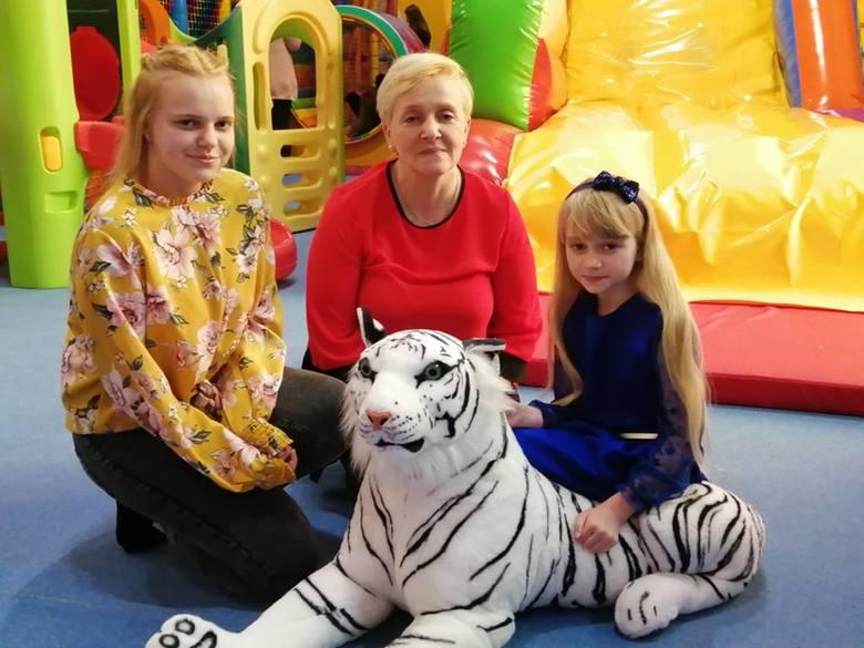 Dzisiaj w sali zabaw dla dzieci Kolorowy Świat w Rzeszowie odbyło się wręczenie nagród Świątecznym Gwiazdeczkom z całego Podkarpacia. Było dużo radości