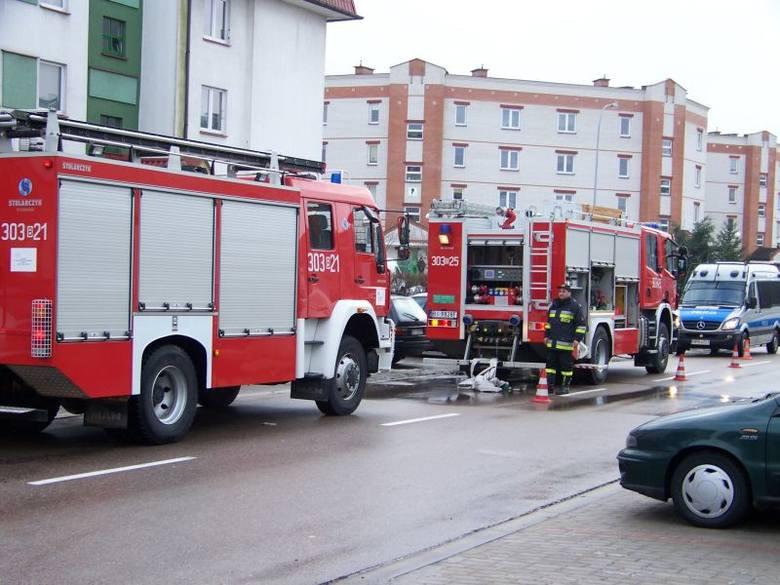 Pietkiewicza: Pożar klatki schodowej w bloku (zdjęcia, wideo)