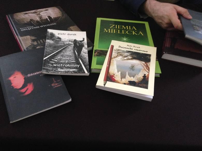 Tarnobrzescy miłośnicy poezji spotkali się z literatem, Piotrem Durakiem (zdjęcia)