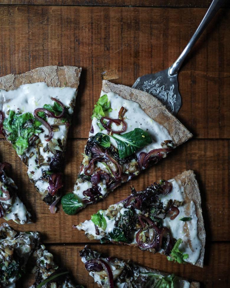 Zamienniki sera na diecie wegańskiej można przygotować z wielu produktów, między innymi orzechów