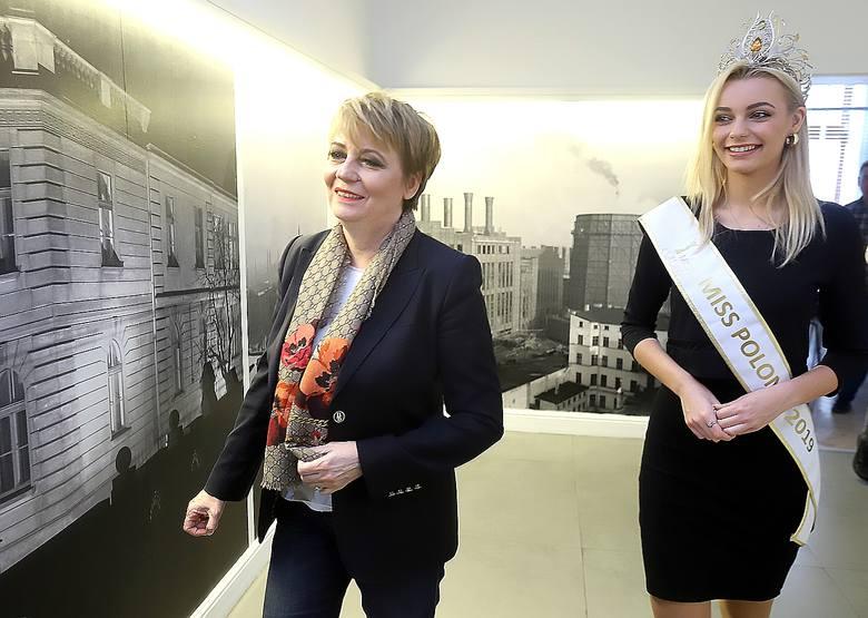 Prezydent Łodzi Hanna Zdanowska pogratulowała łodziance Karolinie Bielawskiej zdobycia korony w konkursie Miss Polonia 2019.
