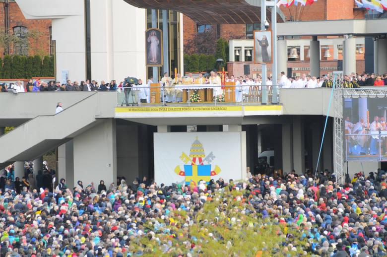 Tego samego dnia także wielkie korki spowodują obchody Święta Bożego Miłosierdzia w Sanktuarium w Łagiewnikach, w których każdego roku uczestniczą dziesiątki