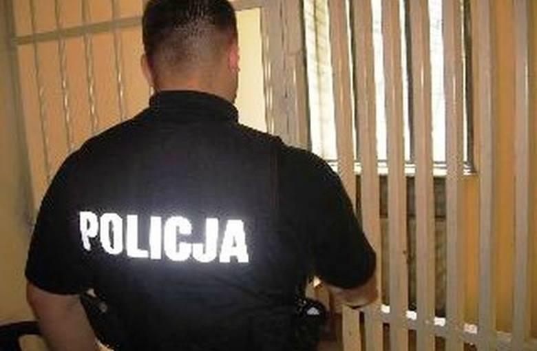 19-latek trafił do aresztu za posiadanie oraz handel narkotykami. Co mu grozi?