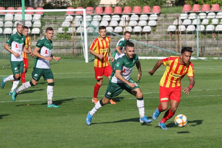 W trzecioligowym meczu rezerwy Korony Kielce, w których grało kilku zawodników z ekstraklasowego zespołu, wygrały z Chełmianką Chełm 2:0. Losy spotkania