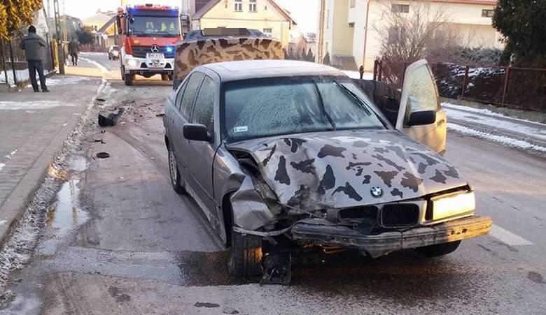 W poniedziałek, o godz. 6.30, strażacy z OSP Knyszyn otrzymali zgłoszenie o wypadku drogowy w Knyszynie.