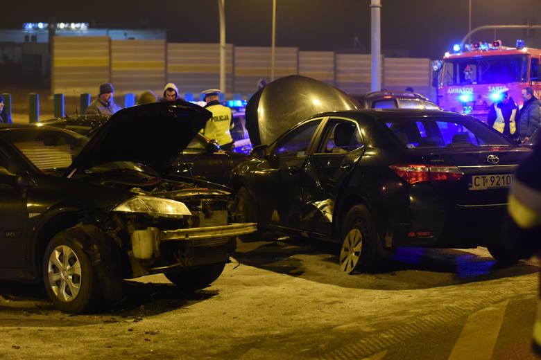 Przypomnijmy, że do karambolu z udziałem aut z kolumny Antoniego Macierewicza, który po wygłoszeniu wykładu w Wyższej Szkole Kultury Społecznej i Medialnej w Toruniu wracał do Warszawy, doszło 25 stycznia w Lubiczu na drodze krajowej nr 10.