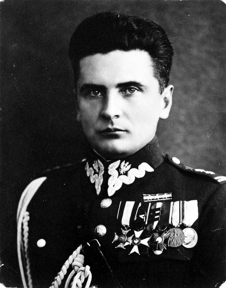 Generał Stefan Grot-Rowecki, komendant główny Związku Walki Zbrojnej i Armii Krajowej, pochodził z Piotrkowa Trybunalskiego