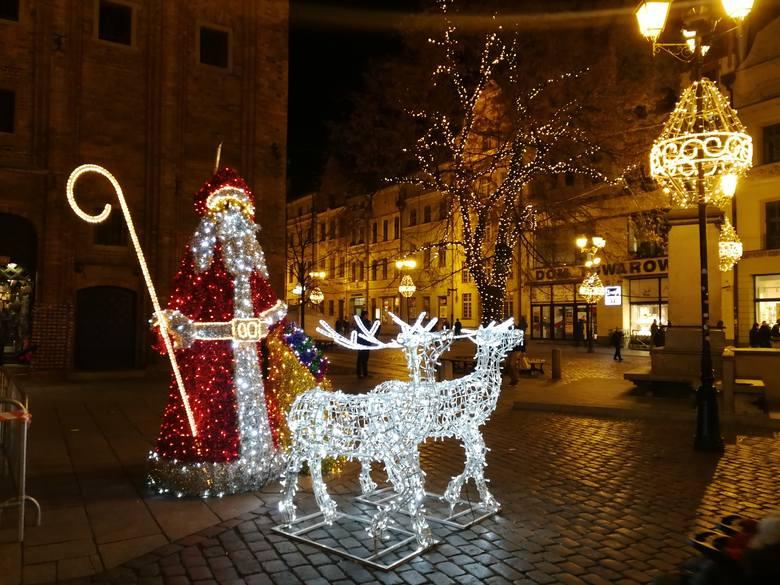 Mieszkańcy Podgórza, Stawek i Rudaku zazdroszczą starówce iluminacji świątecznych. Radny Piotr Lenkiewicz (KO) apeluje do prezydenta Torunia, by przynajmniej