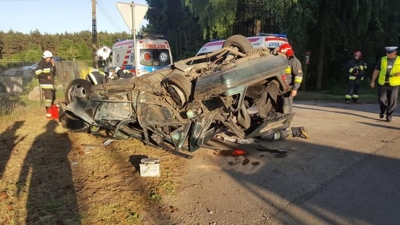 Ciężkie obrażenia ciała odniosła 16-letnia pasażerka mercedesa, który dachował w Wielkim Wełczu pod Grudziądzem. Kierowca był trzeźwy. Także trafił do