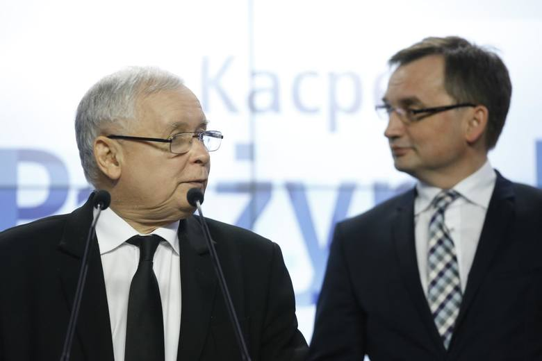 - Przed chwilą dostaliśmy zawiadomienie z Prokuratury Okręgowej w Warszawie o tym, że sprawa dwóch wież - poinformował poseł PO-KO Cezary Tomczyk. Chodzi
