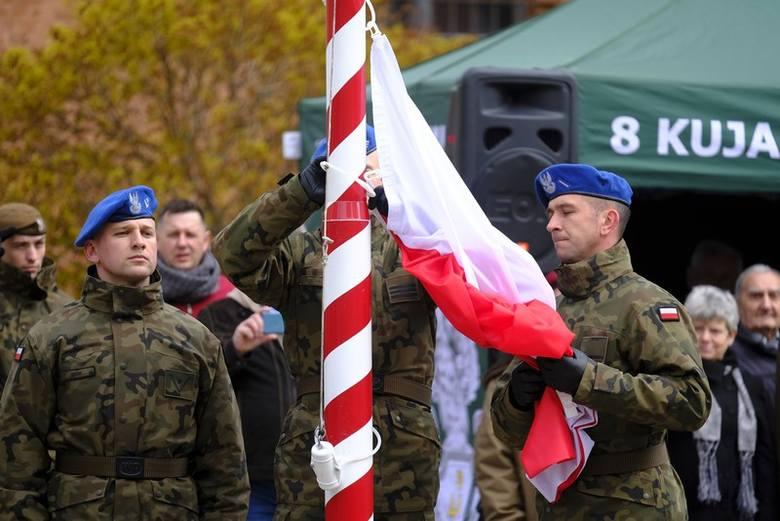 W sobotę 13 kwietnia na Rynku Nowomiejskim w Toruniu 140 ochotników przygotowujących się do Terytorialnej Służby Wojskowej złożyło przysięgę. Żołnierze