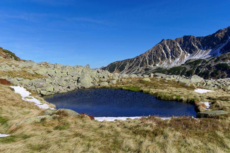 Tatry Wysokie - Dolina Pięciu Stawów PolskichSerce Tatr, jedna z najpiękniejszych dolin w górach. Wokół po stokach biegną liczne szlaki turystyczne.