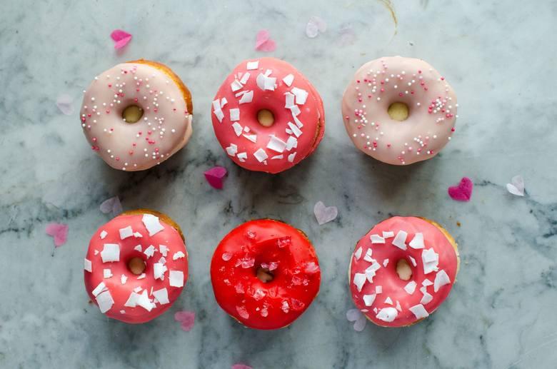 Tłusty czwartek. Przepis na donuty