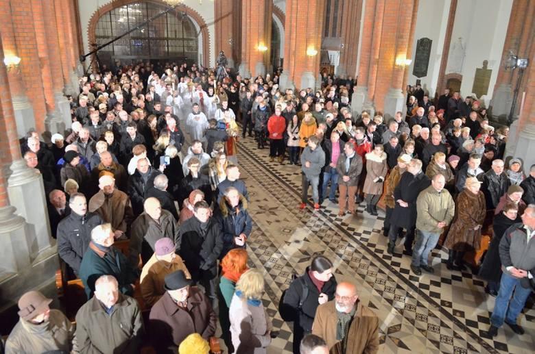 Czy białostoczanie chodzą do kościoła na niedzielne msze święte? Czy liczba sakramentów w diecezji białostockiej zmalała? Instytut Statystyki Kościoła