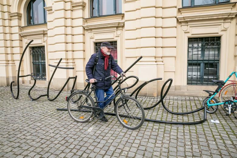 Kraków zyskał niezwykłe stojaki rowerowe