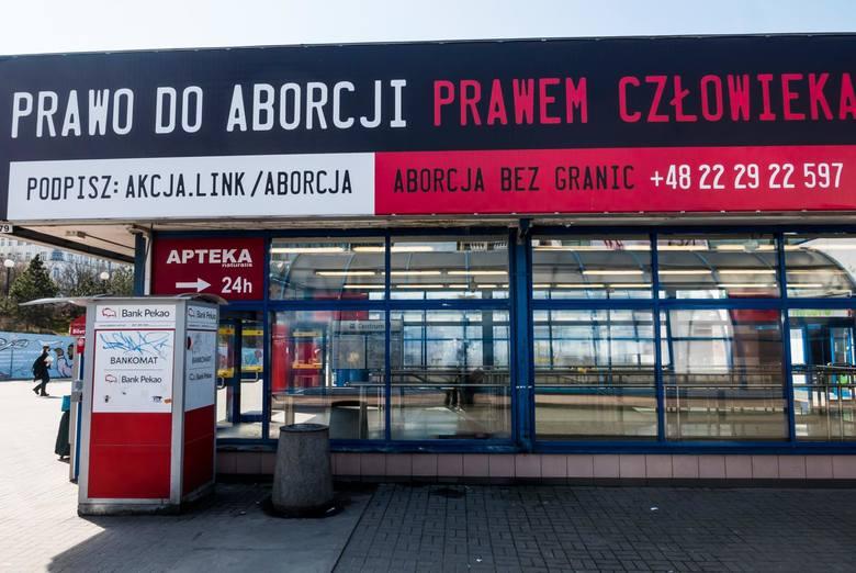 Zakaz aborcji w Polsce nie powoduje, że jej nie ma. Wsparcie w przerywaniu ciąży spoczywa na barkach organizacji feministycznych, które od czasu wydania