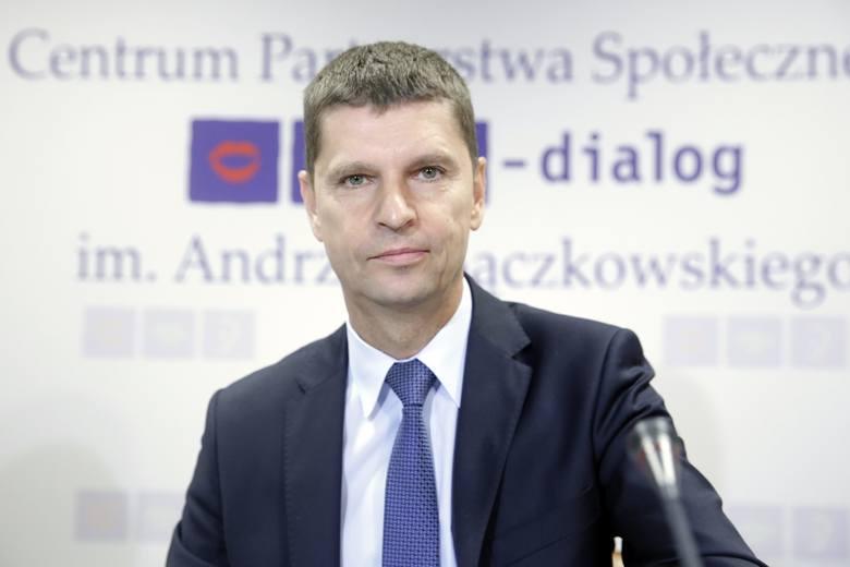 Ministerstwo Edukacji Narodowej – Dariusz Piontkowski  jego zdaniem wychowanie seksualne (seksualizacja dzieci)  jest to próba wychowania dzieci, które