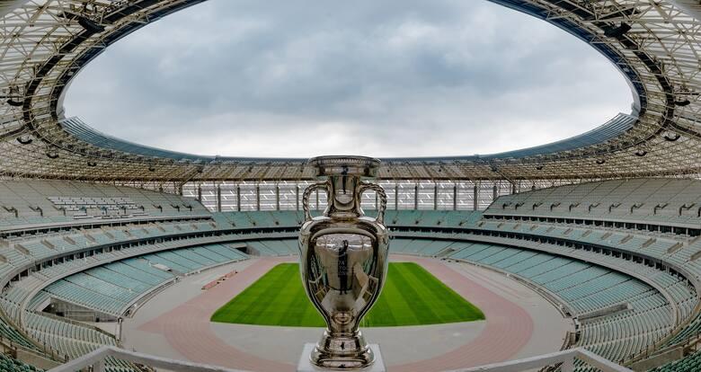 Trofeum na stadionie w Baku