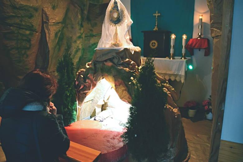 Grób Pański w kościele pw. Najświętszej Maryi Panny w BiałymstokuTłumy wiernych modliły się w Wielką Sobotą przy Grobach Pańskich w białostockich i podbiałostockich