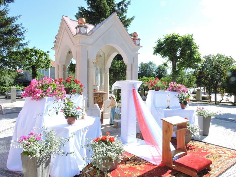 Jak powstawał nowy ołtarz przy ostrołęckim klasztorze [ZDJĘCIA, OPIS]