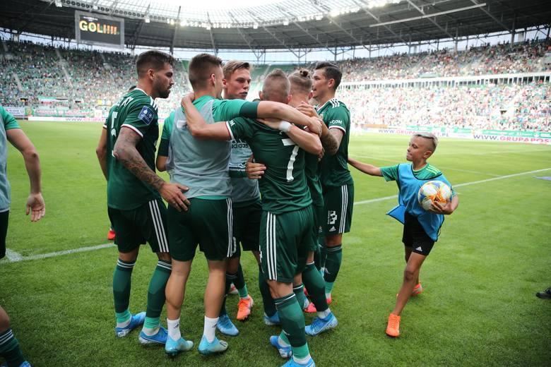 Śląsk Wrocław zremisował z Lechią Gdańsk 1:1 w wyjazdowym meczu 6. kolejki PKO Ekstraklasy. Oceniliśmy piłkarzy Śląska Wrocław za występ w tym spotkaniu.