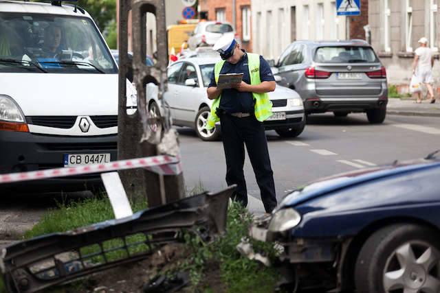 Wypadek na skrzyżowaniu Stromej i Orlej [ZDJĘCIA]