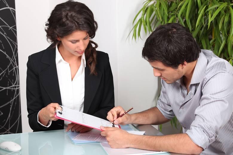 W dobie rynku pracownika szefowie coraz częściej proponują umowę na czas nieokreślony.