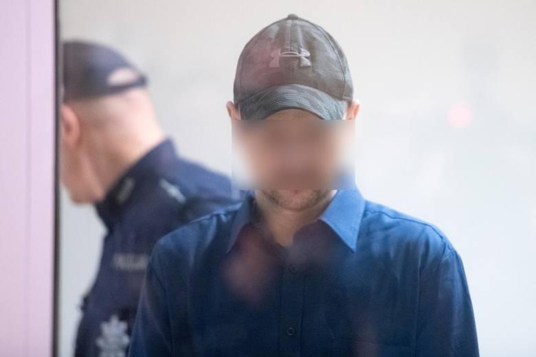 Tomasz J, który jest oskarżony o zabójstwo pięciu osób, usiłowanie zabójstwa kolejnych 34 osób i doprowadzenie do wybuchu w kamienicy na Dębcu, nie przyznaje się do winy.