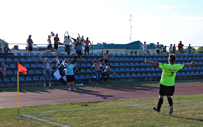 Niesamowite pożegnanie Grzegorza Bały. Naprzód Jabłonowo świętował awans do 4. ligi [zdjęcia]