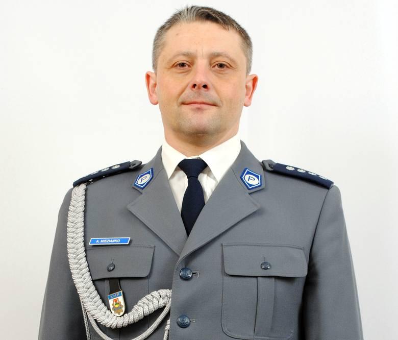 Komendant Miejski Policji w Suwałkach - mł. insp. Adam Miezianko- 118 192, 39 zł rocznego przychodu- 6500 zł oszczędności- mieszkanie własnościowe na