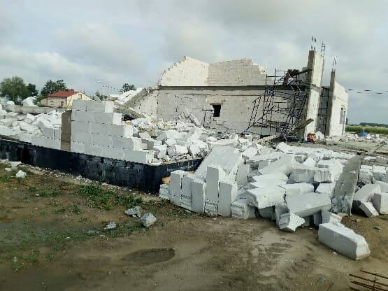 Nawałnica przeszła przez powiat łęczycki. Pozrywane dachy, połamane drzewa... [ZDJĘCIA]
