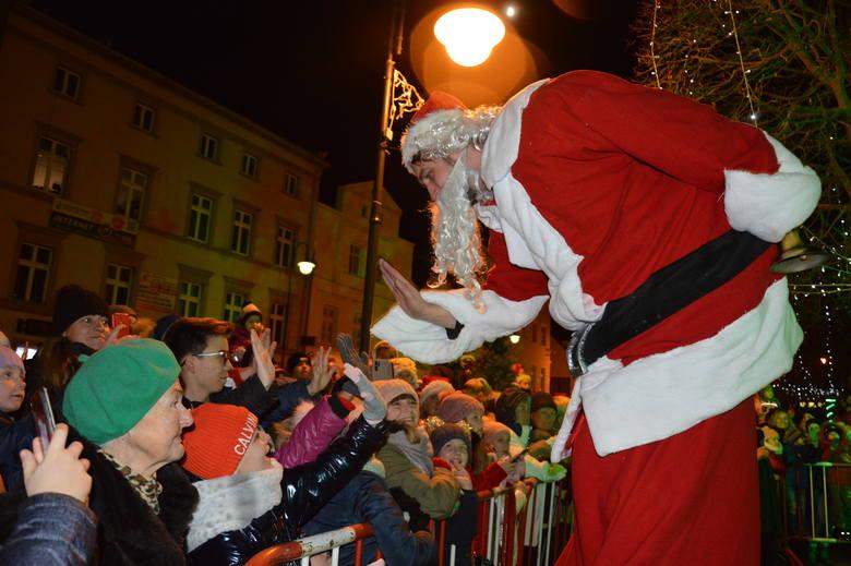 W Żaganiu ktoś uprowadził Świętego Mikołaja. Na szczęście ten zdołał się uwolnić, by zdążyć na uroczyste odpalenie świątecznych iluminacji.  Atrakcji